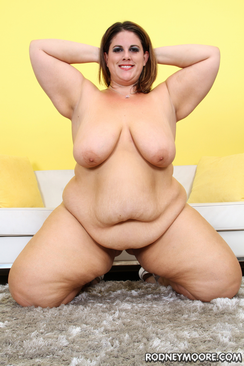 nude crowd girl picture gallery